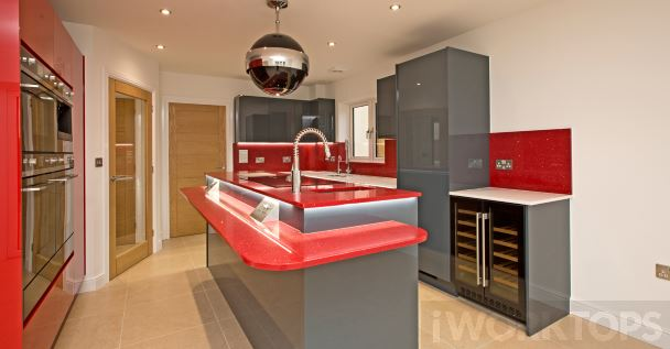 Splashback full height stone - iWorktops